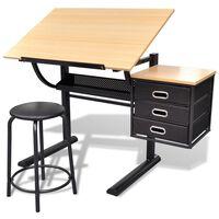Pisalna miza z nagnjeno delovno površino in udobnim stolom
